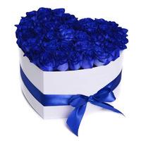 Букет из 51 розы синего цвета в коробке в форме сердечка «Сердце океана»