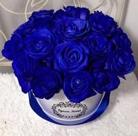 Цветы в шляпной коробке с 19 синими розами «Ночной полёт»